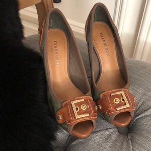 Gianni Bini shoes size 6 never used.